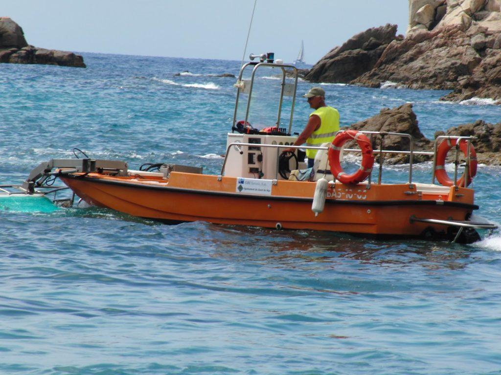 Søppelbåt på Costa Brava