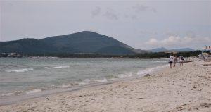 Den lange stranden i Alghero Sardinia