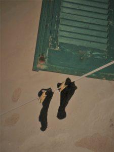Sokker til tørk i gamlebyen Alghero