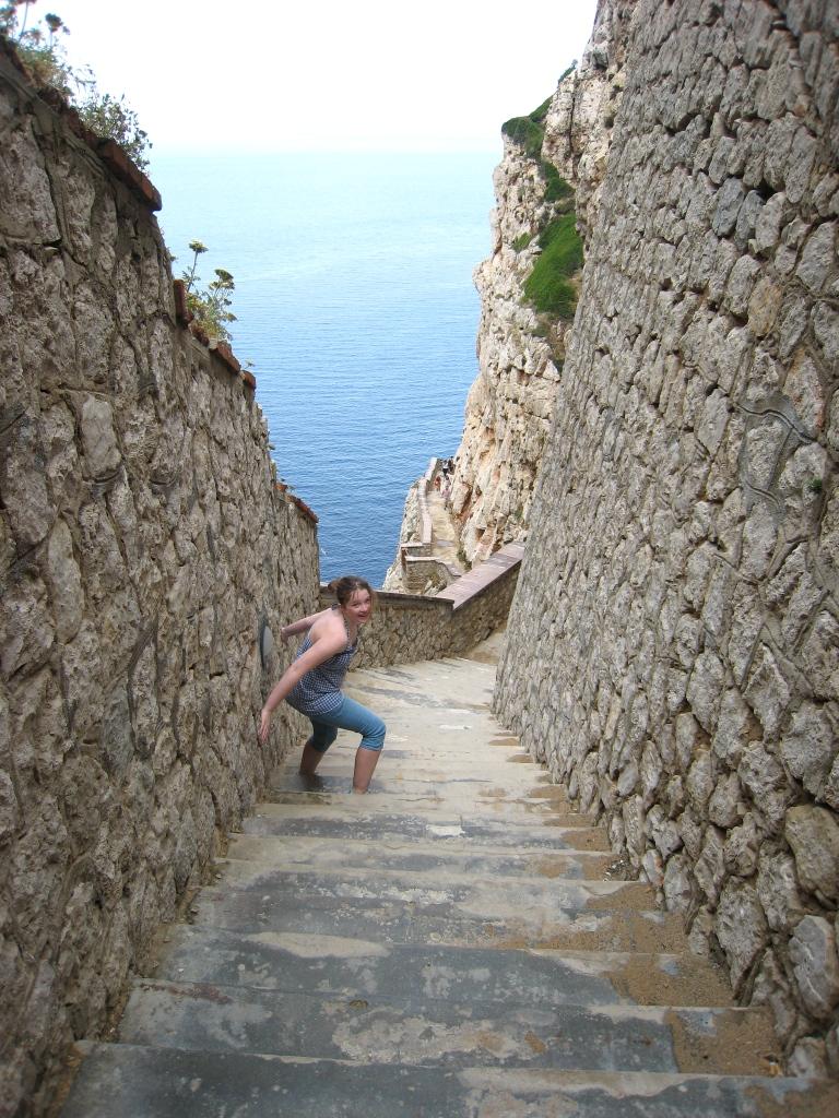 Trappene ned til dryppstensgrotten ved Alhero