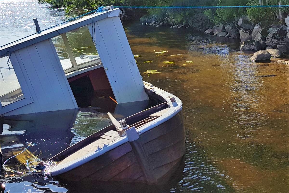 Elvestien Larvik - båt som synker
