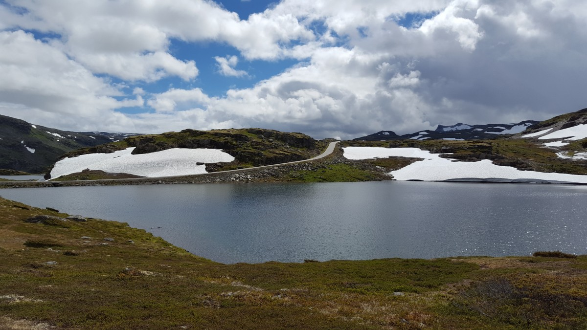 Snøveien på Aurlandsfjellet på bilferie Vestlandet