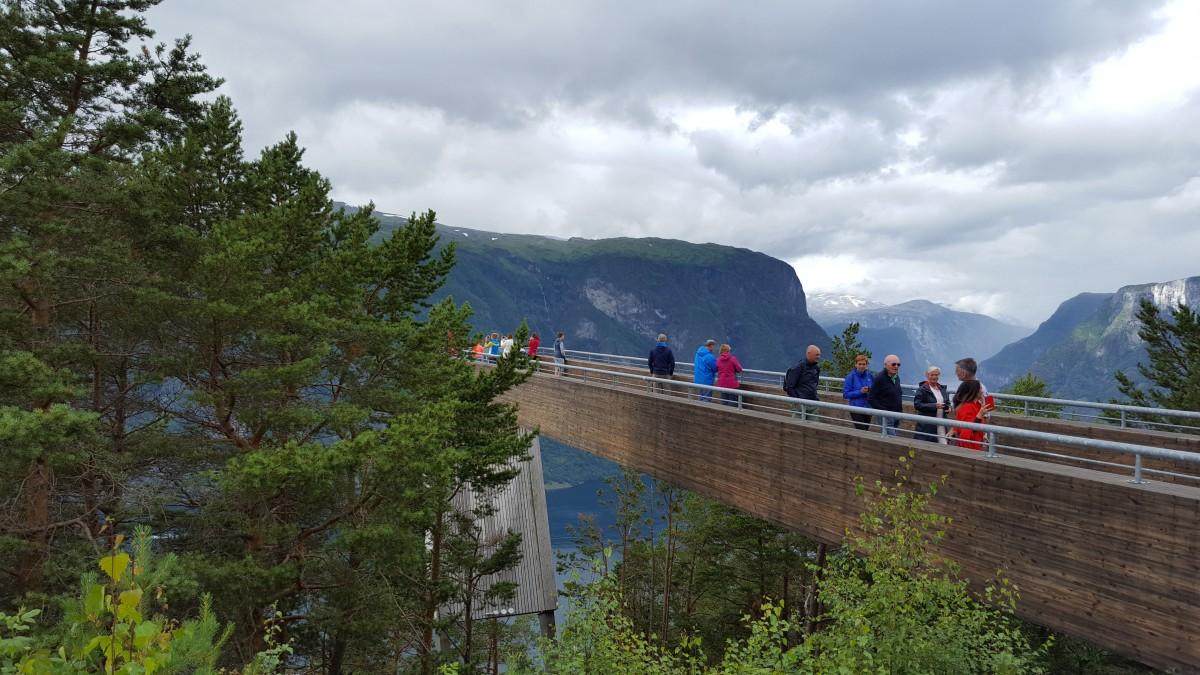 Stegasteinen på vei ned Aurlandsfjellet