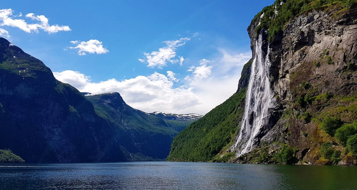 Båttur og fossefall på Geirangerfjorden