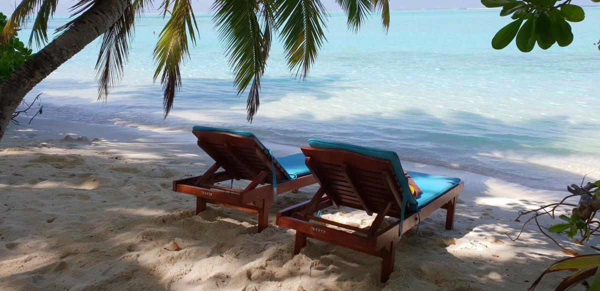 Solsenger ved strandhytta på Sun Island Resort, Maldivene