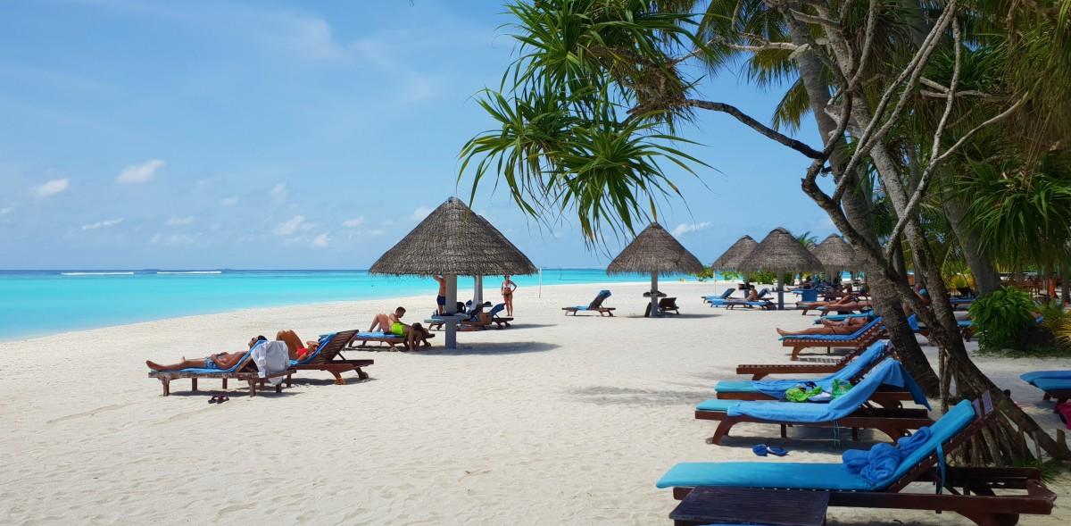 Stranden på Sun Island Maldivene
