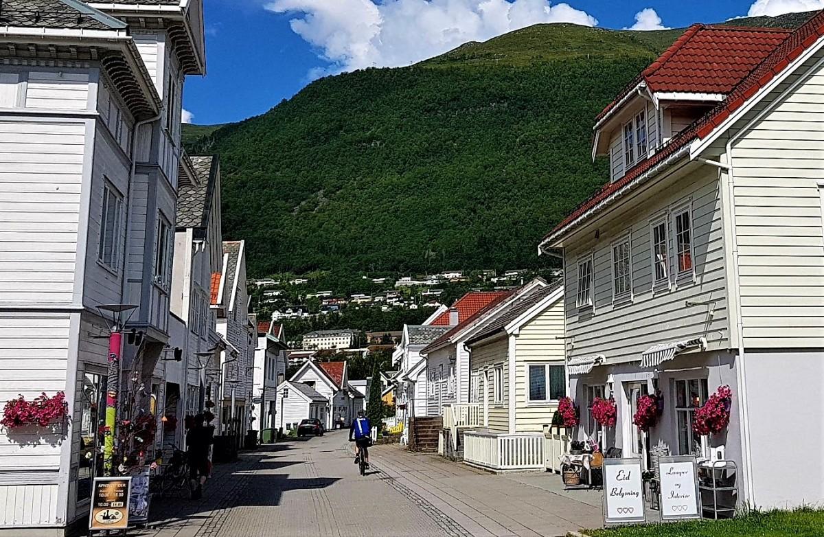 Bilferie med stopp i Nordfjordeid