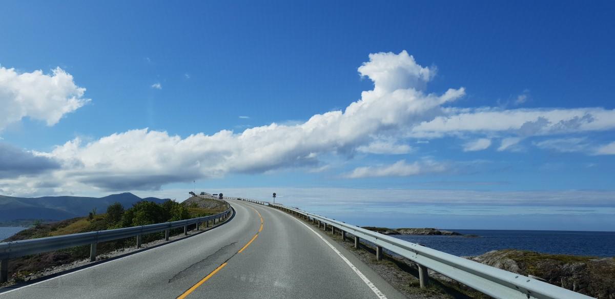 Atlanterhavsveien fra bilvinduet