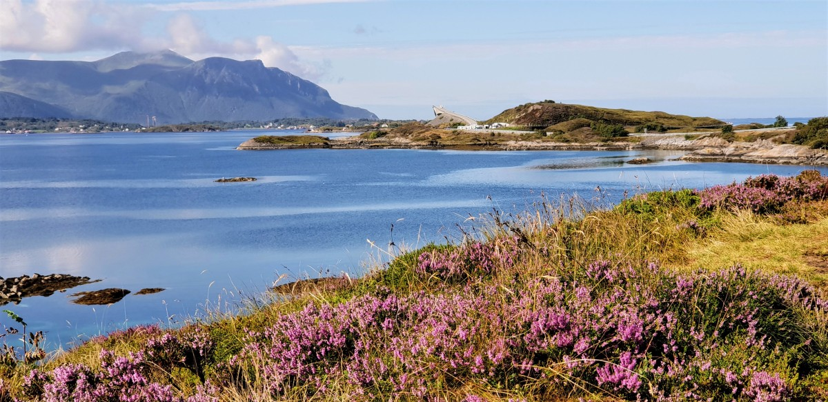 Utsikt mot Atlanterhavsveien fra Geitøyas sydside.