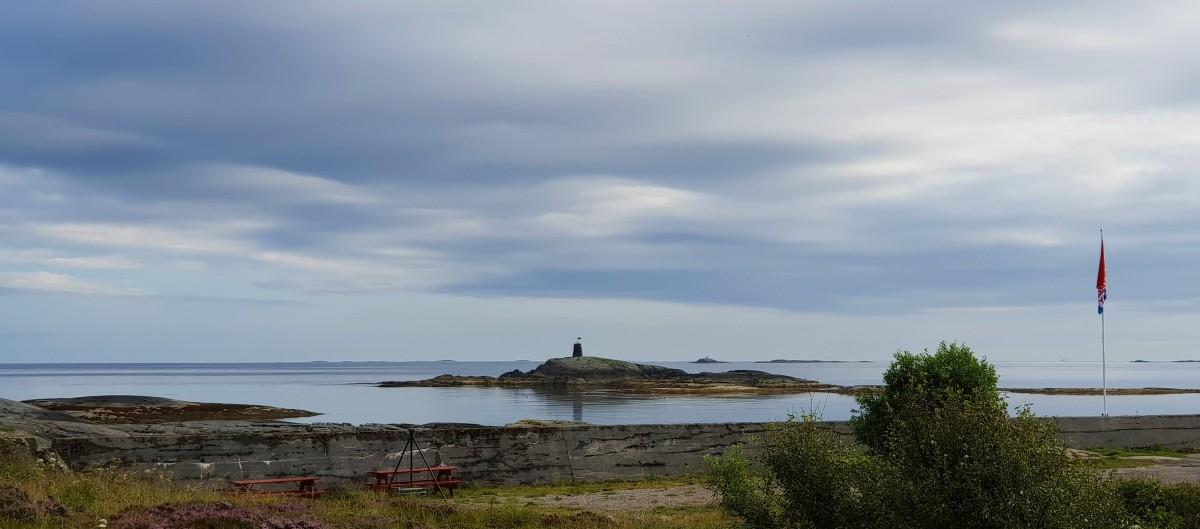 Hustadvika ved Atlanterhavsvegen - blikkstille hav.
