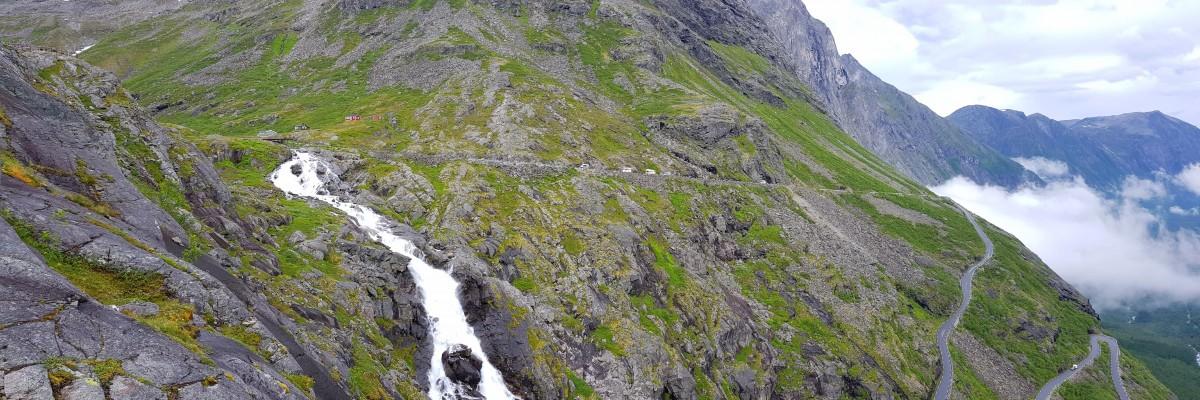 Trollstigen bratt fjellvegg