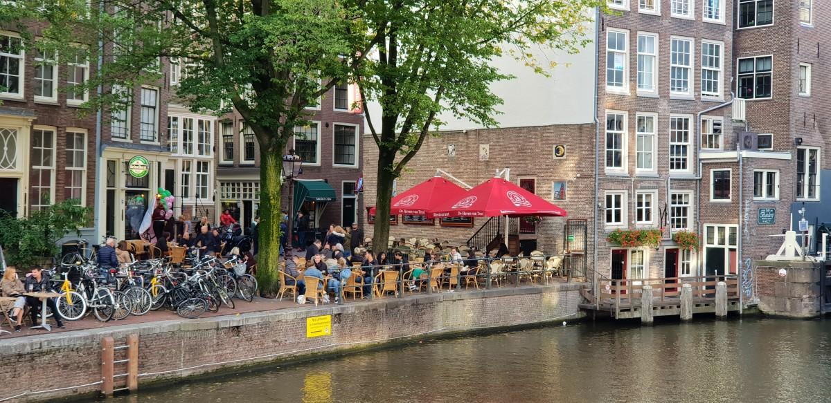 Kanal Amsterdam uteserverin
