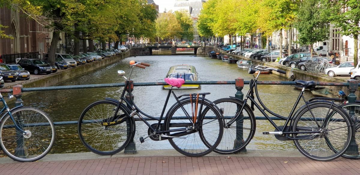 Sykler i Amsterdams kanaler