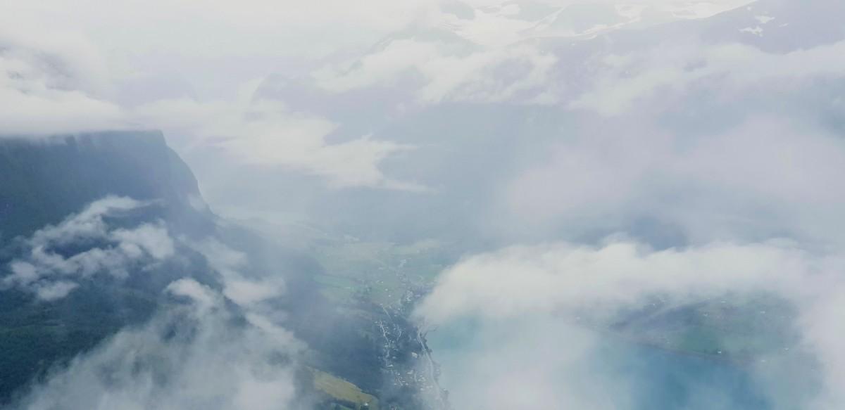 Skyer over Loen