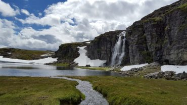 Snøveien over Aurlandsfjellet